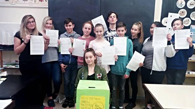 Recyklohraní se účastnili i žáci Základní školy v Horním Slavkově.