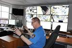 Na operačním středisku HZS Karlovarského kraje slouží nově s hasiči také karlovarští strážníci.