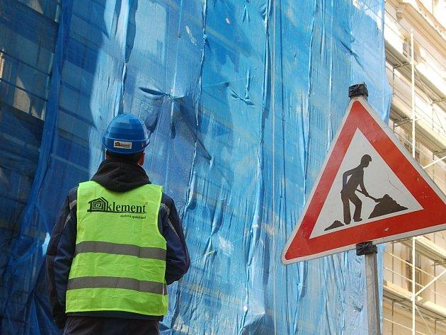 Začala oprava fasády Národního domu