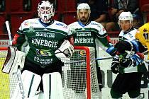 Hokejisté karlovarské Energie (v zeleném) porazili na vlastním ledě Litvínov 5:1.
