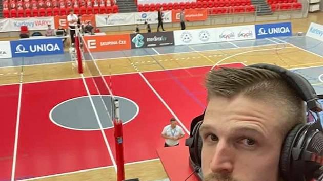 Komentátor a hlasatel Karlovarska Martin Kozma doprovází volejbalisty Karlovarska šest sezon, a to i v covidové době.