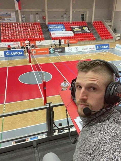 Komentátor a hlasatel Karlovarska Martin Kozma doprovází volejbalisty Karlovarska šest sezon, a to ivcovidové době.