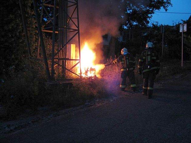 Ve Skalní ulici v Karlových Varech hořel rozvaděč nízkého napětí.