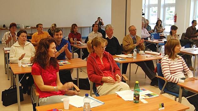 Neziskové organizace na tiskové konferenci v krajské knihovně představily kampaň 30 dní pro neziskový sektor.