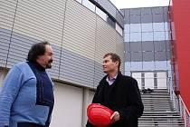 Moderátor a bavič Petr Novotný na návštěvě v multifunkční hale.