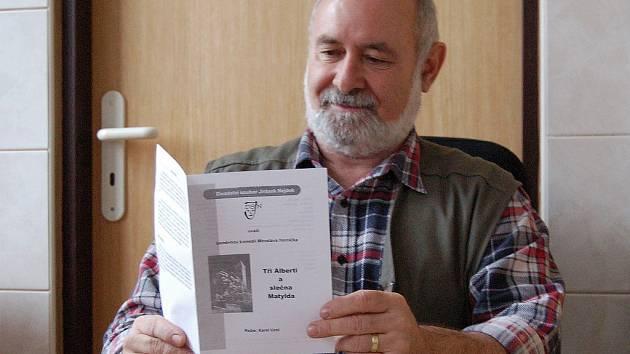 KAREL UZEL. Nejdecký režisér působí v souboru Jirásek už třicet let. V 'civilu' je majitelem pekárny.