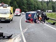 Na silnici R6 mezi Karlovými Vary a Olšovými Vraty se srazila dodávka s osobním automobilem.