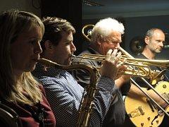 Kapela Swing Studio pořádá každý první pátek v měsíci hudební večer.