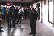 ASISTENTY prevence kriminality teď uvidíte na karlovarském dolním nádraží denně.