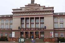 NEJVĚTŠÍ PŘÍKLAD. Ostrovský dům kultury je největší stavbou města ve stylu Sorela.