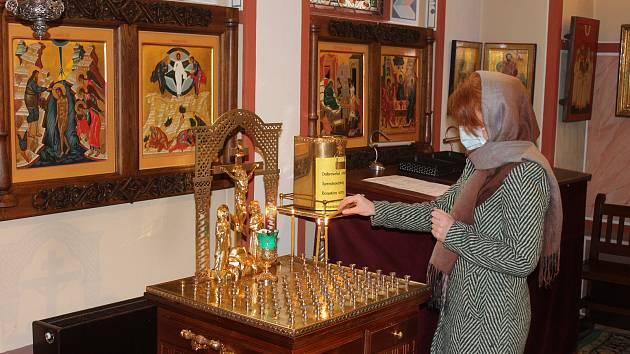 Na bohoslužbu mohlo jen patnáct návštěvníků.