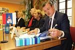 Lídři osmi nejsilnějších stran v Karlovarském kraji spolu diskutovali v Bochově.