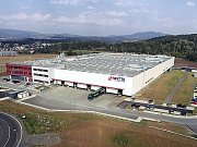 Moderní závod společnosti WITTE Automotive, který vznikl v průmyslové zóně v Ostrově.