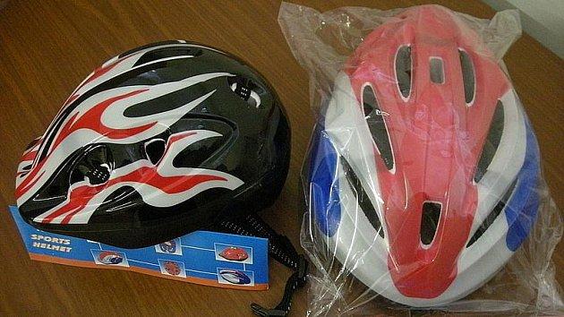 Zabavené nekvalitní helmy.