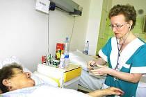 Zdravotní sestra, to je jedna z profesí, o které je na trhu práce stále zájem.
