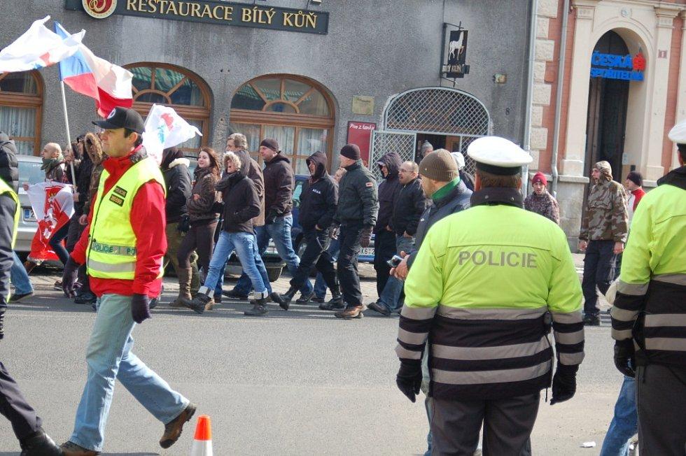 Nejdek byl uplynulou sobotu nejstřeženějším městem v kraji. Setkání příznivců ultrapravice dozorovala policie, ale také psovodi, kriminalisté nebo antikonfliktní týmy.