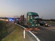 Snímky z míst hromadných dopravních nehod.
