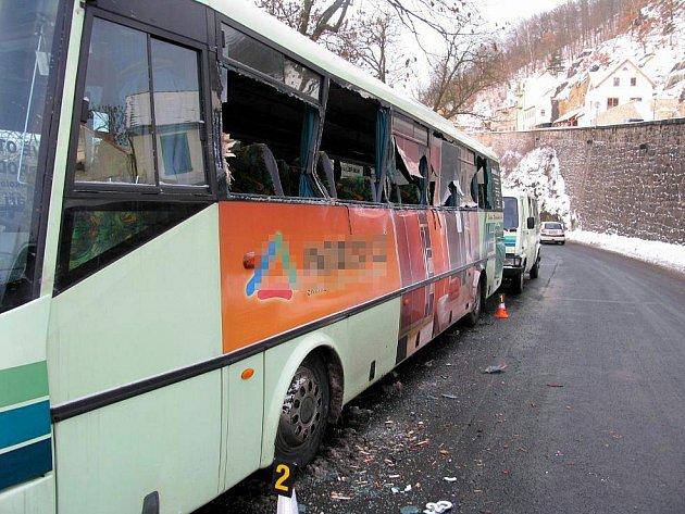 Nehoda autobusu v Lokti