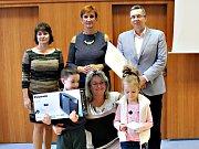 Karlovarský kraj vyhodnotil soutěže Recyklohraní a Hrajeme si s odpady...