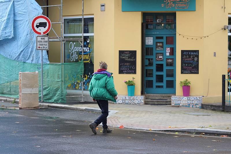 Tabulku míst, kde se necítí lidi bezpečně, vede už několik let Sokolovská ulice.