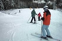 Velký zájem o lyžování byl o víkendu také v Potůčkách.