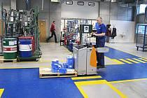 CELOSTÁTNÍMU průměru se v regionu blíží platy v průmyslových podnicích.