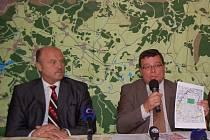 Nekouskovat. Hejtman Josef Novotný se otře ohradil proti záměru ministerstva obrany připojit část území vojenského Újezdu k Ústeckému kraji. Navíc se podivuje, že takto důležitou věc s karlovarským krajem ministerstvo nekonzultovalo.