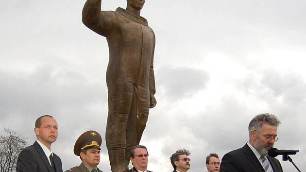 Na karlovarském letišti si lidé připoměli památku padesáti let od slavného letu Jurije Gagarina