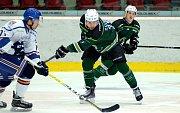 Hokejisté HC Energie (v zeleném) hostili celek Litoměřic.