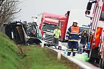 Hromadná nehoda uzavřela silnici R6.