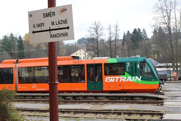 Větší komfort pro cestující. ZMariánských Lázní do Karlových Varů se teď dostanou rychleji a pohodlně.