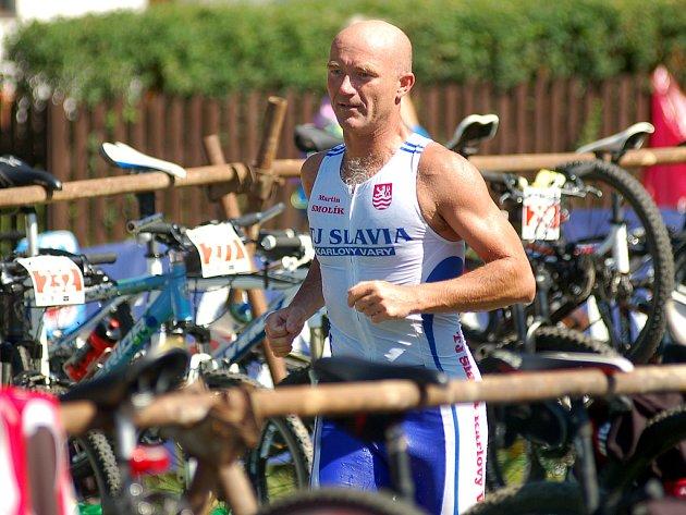 Xterra Ostrov 2012. Ostrovská Xterra v terénním triatlonu patřila letos k těm nejtěžším.