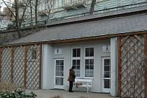 Veřejné toalety ve Dvořákových sadech jsou jedny z mála, na něž turista či Karlovarák ve městě narazí.