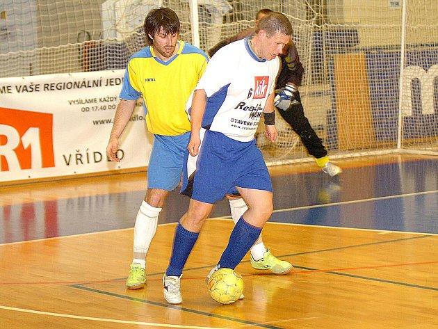 Futsalisté HRB Královské Pořící ve druhém utkání semifinálové série pokořili v hale basketbalové Lokomotivy FC Tenis Dolní Rychnov.