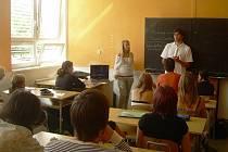 Studenstský projekt FUCK!NG ZEWLING představili studenti grafického designu na karlovarském gymnáziu.