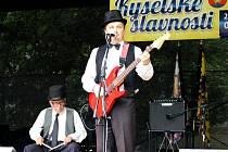 Tradičními účinkujícími Kyselských slavností je také kapela Bád Boys, v čele s Josefem Šorfou, který provádí zájemce pravidelnými prohlídkami opravovaných lázní.