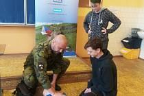 V Karlovarském kraji mohli znalosti vojáků obdivovat školáci na ZŠ Dukelských hrdinů v Karlových Varech.