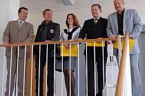 Tato pětice zastupuje Karlovarský kraj v Parlamentu ČR (zleva): Jan Bureš (ODS), Rudolf Chlad (TOP 09), Jana Suchá (LIDEM), Pavel Hojda (KSČM) a Josef Novotný (ČSSD).