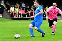 Cenný bod si připsala ve 4. kole krajské I. A třídě na konto rezerva FK Ostrov, která dosáhla v souboji s TJ Karlovy Vary-Dvory po výsledku 1:1 na bodový zisk.