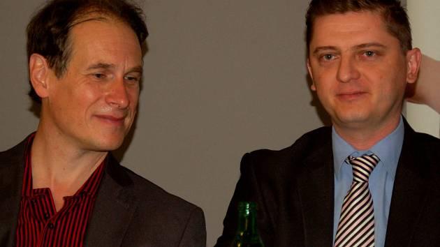 Výměna stráží. Šéfdirigenta KSO Lebela (vlevo) nahradí Kučera