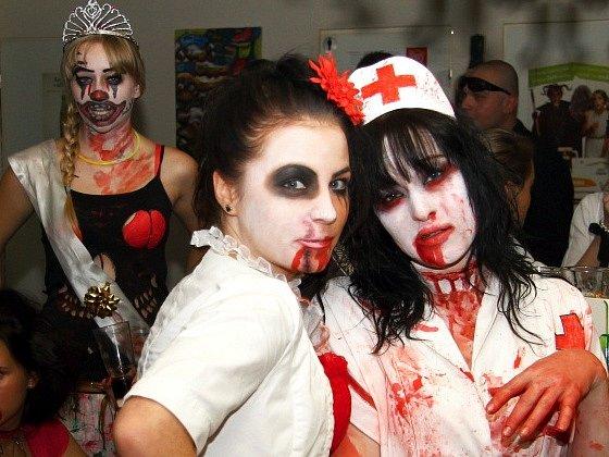 Fantazii se meze nekladou. Ulice měst a útroby budov zaplaví duchové, mumie a zombie