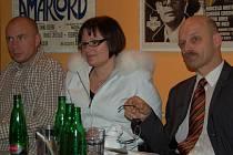 Jak dál? Kraj pracuje na Strategickém plánu kraje v oblasti zdravotnictví. Berenika Podzemská (uprostřed) iniciovala založení projektového týmu a přizvala do něj kromě odborníků zástupce třech nemocnic v kraji.
