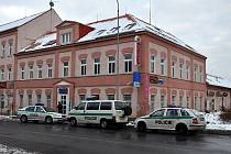 Pobočku České spořitelny v Karlových Varech přepadl v úterý 16. března zatím neznámý pachatel. Jedná se o čtvrté loupežné přepadení této pobočky v posledních měsících