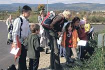 Ekocentrum v Ostrově nabízí během roku celou řadu akcí a kroužků, které jsou zaměřeny na děti, jež mají zájem o chov zvířat a ochranu životního prostředí. Oblíbenou akcí je také Jarní stezka (na snímku), ta se koná už tuto neděli.