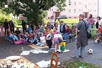 Ze sousedské slavnosti v Tuhnicích.