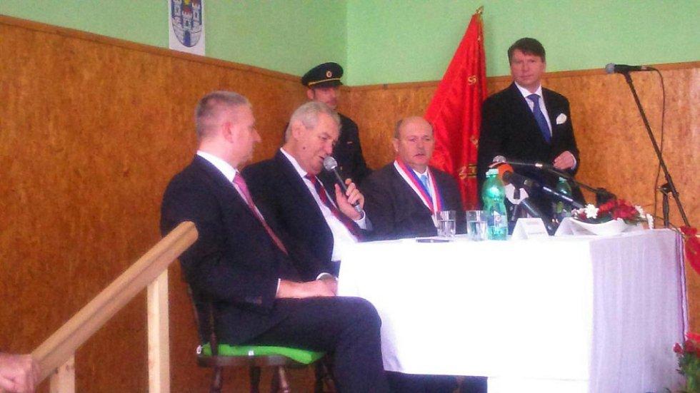 Prezident Miloš Zeman při besedě s občany Chyše
