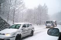 Husté sněžení komplikuje dopravu v kraji