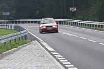 SILNICE mezi krušnohorskými obcemi Merklín a Pstruží je po rekonstrukci lepší a bezpečnější.