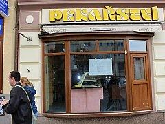 Zavřená zůstala také prodejna v centru Karlových Varů.
