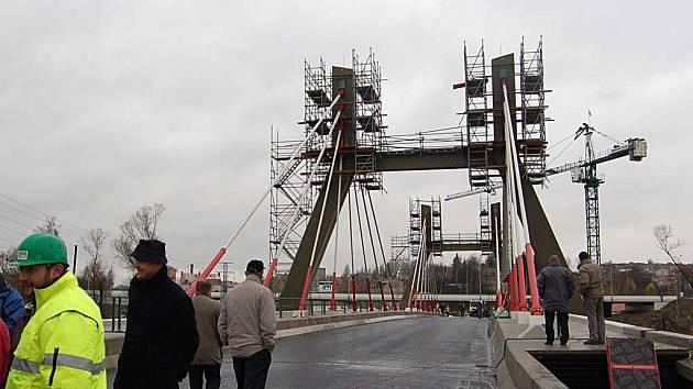 Nová dominanta města. Jak se bude jmenovat nový most, není zatím jasné. V úvahu přichází označení Tuhnický.
